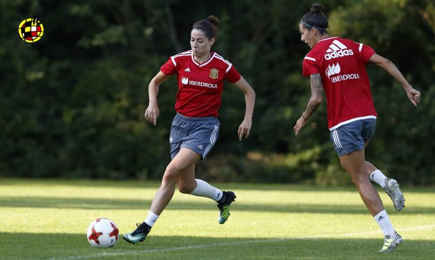 Las españolas entrenan para el segundo partido en la Euro