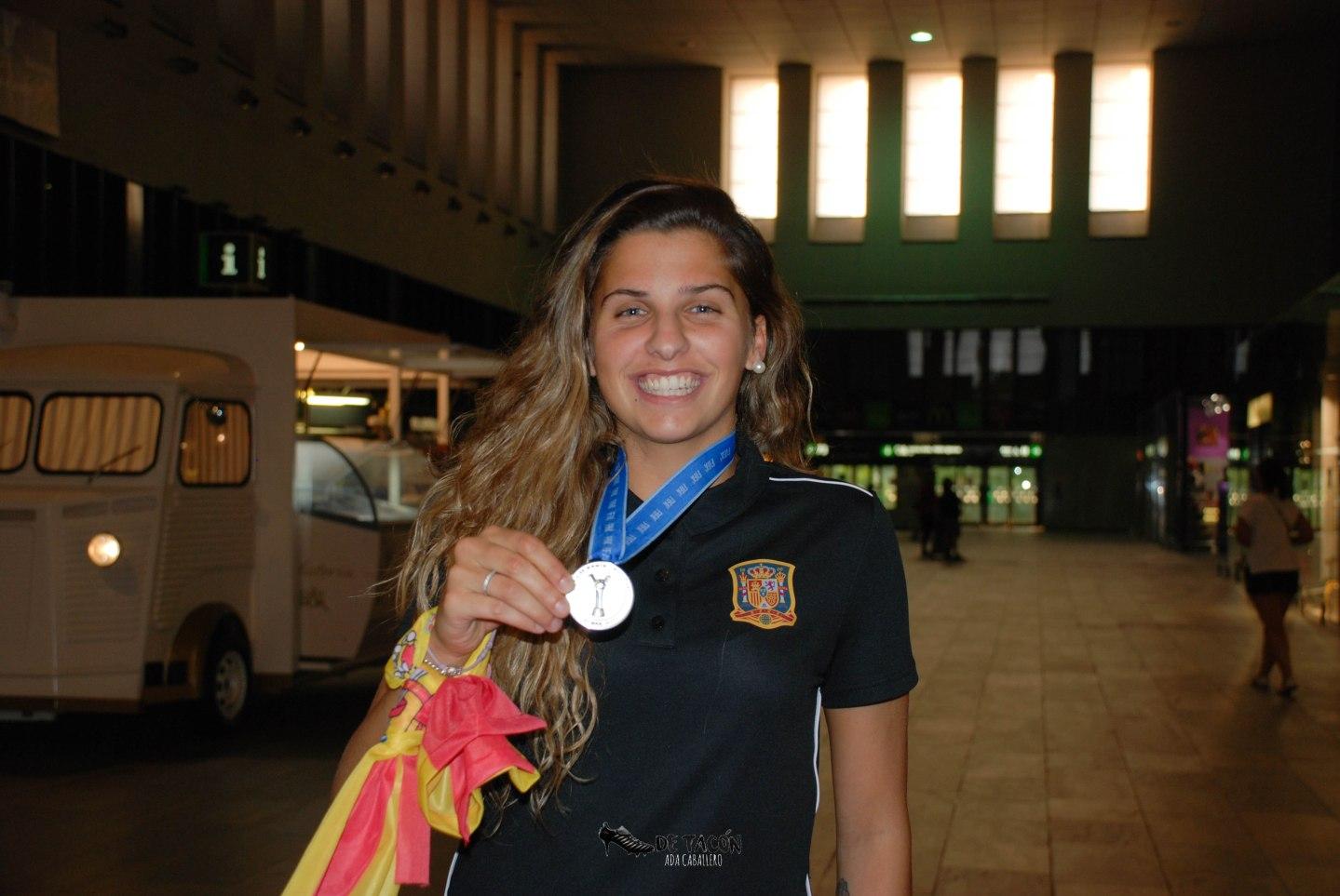 Noelia Ramos llega a Santa Justa tras disputar el Mundial Su-20 en Francia