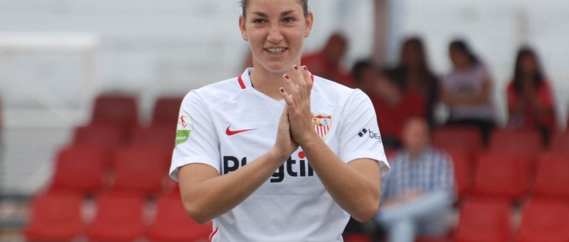 Aldana Cometti antes del encuentro con el Levante UD en el Liga Iberdrola