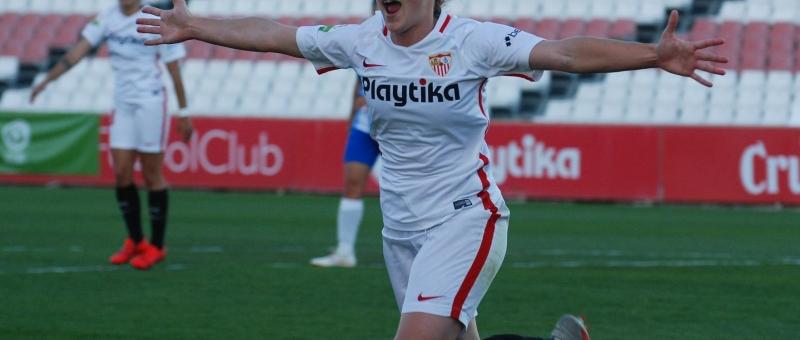 Raquel celebrando un tanto al Málaga CFF