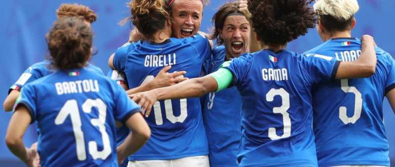 Italia celebra el tanto de Barbra Bonansea